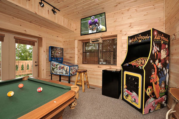 Morning Desire - Awesome game room with Pool Table and TV and Multi-Arcade Game and much more! (*The Pinball machines depicted in the photos are for Decoration Only.  They are not-functional).
