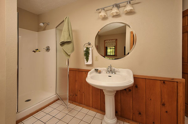 Serenity Now!! cabin - Large master bathroom with shower, vanity and large bathtub off of the Master Bedroom.