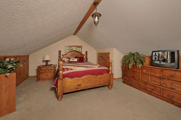 Serenity Now!! cabin - Loft queen bed bedroom with additional TV. Very Cozy!