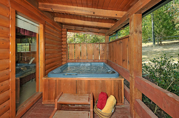 Serenity Now!! cabin - Ahhhh... soothing hot tub... Need we say more?
