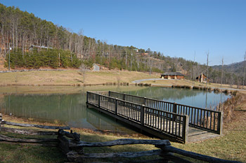 Pigeon forge cabins gatlinburg cabins for Smoky mountain cabins with fishing ponds
